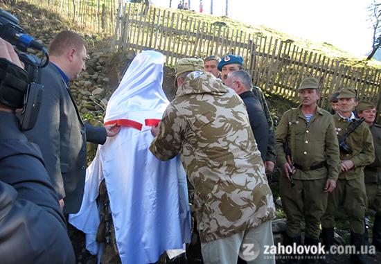 Відкрили пам'ятник воїну-інтернаціоналісту.