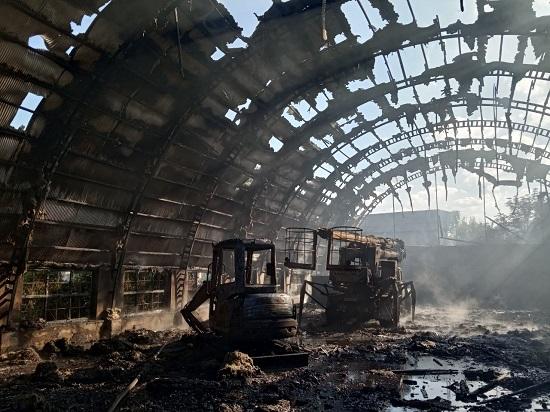 На Свалявщині горів металевий ангар (Фото)