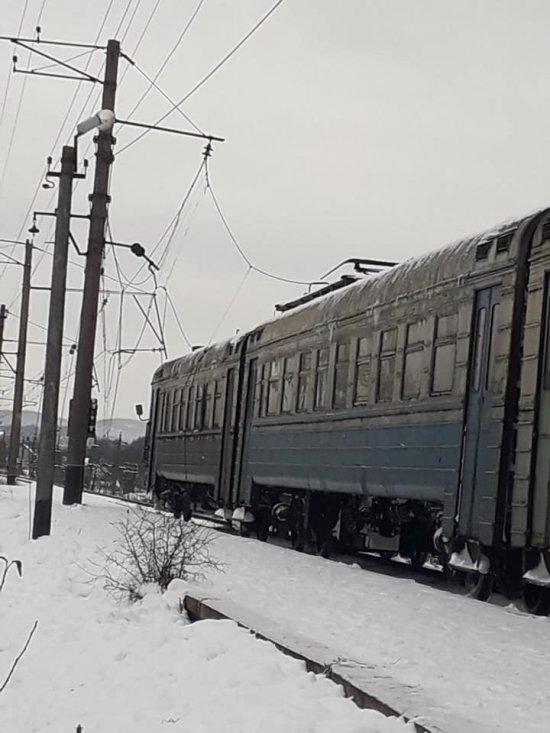 Фото 3 - На Закарпатті на електричку з пасажирами впала високовольтна лінія (ФОТО)