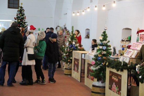 В Ужгороді на фестивалі пряників зібрали кошти для лікування дівчинки Марійки