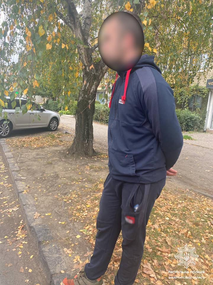 На Минайській патрульні вилучили в чоловіка наркотики (ФОТО)
