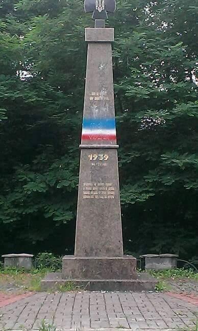 Черговий факт вандалізму в Хусті: спаплюжили пам'ятник Героям Карпатської України